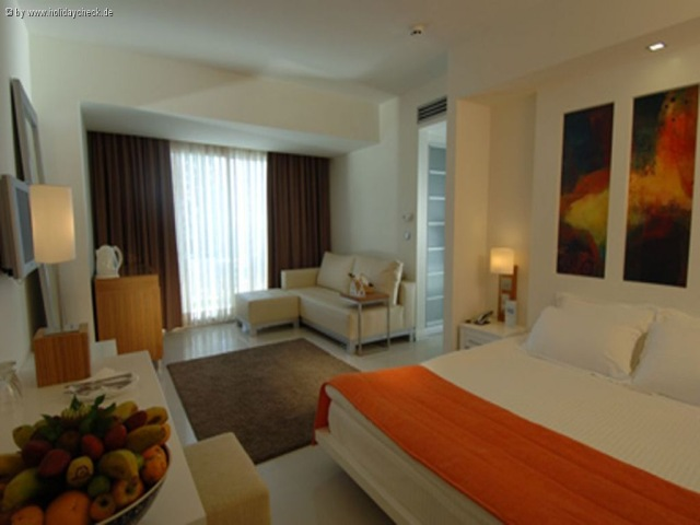 Isis Hotel & Spa